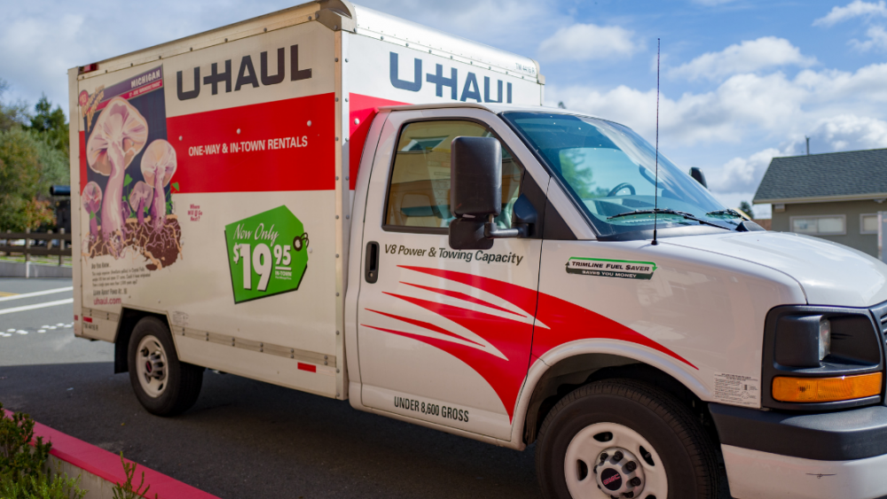 side profile of a U-Haul moving tuck ready to move some stuff